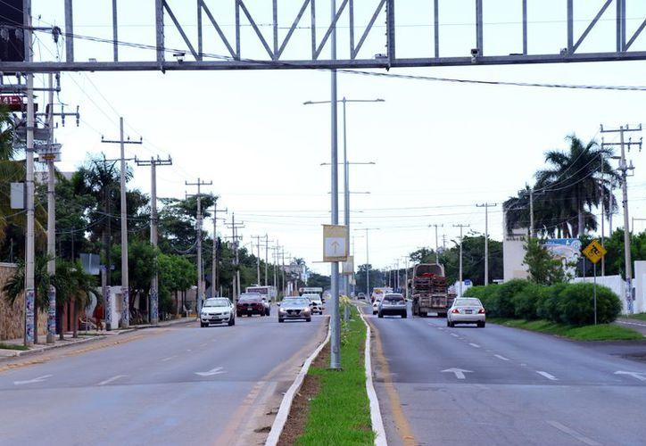 Aún no cuantifican el monto del robo en la recién modernizada avenida a Cholul. (Foto: Jorge Acosta/ Milenio Novedades)