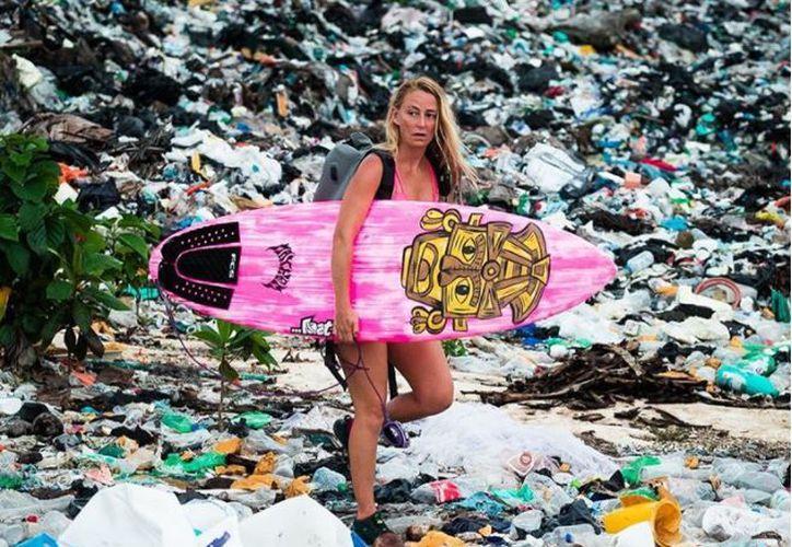 La activista contó que la basura en la que rema está ubicada sobre los cenotes. (Foto: Instagram)