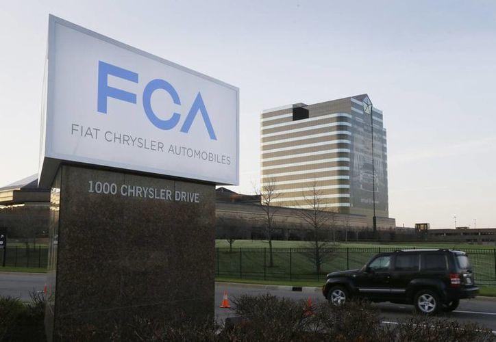 Fiat Chrysler Automobiles dio adelantos del plan para salir del comercio de autos de tamaño pequeño y mediano en Estados Unidos. (Agencias)