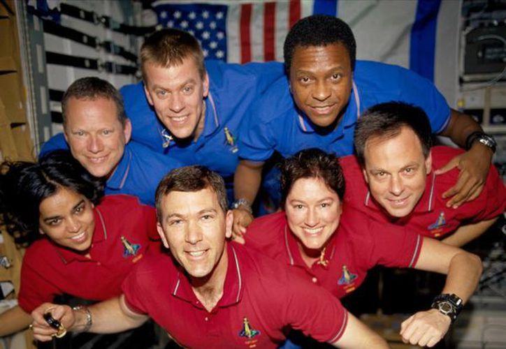 Foto de la tripulación que perecieron cuando la nave regresaba a la Tierra el 1 de febrero del 2003. (Agencias)