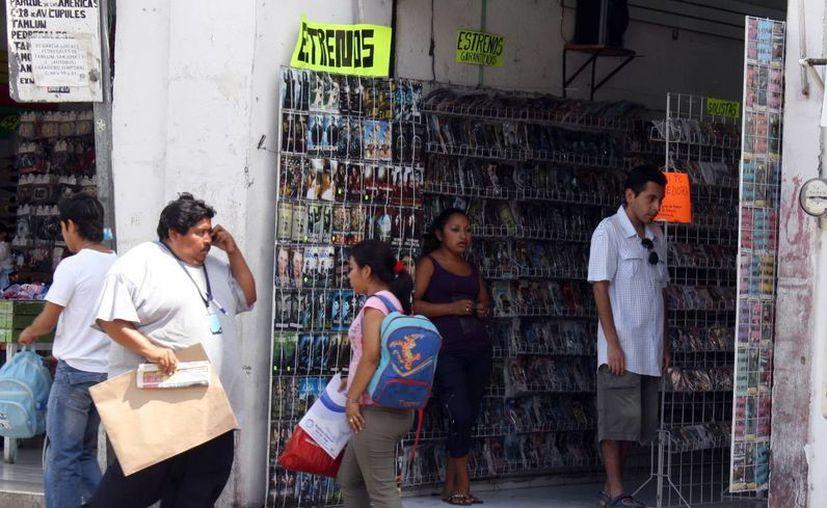 Se puede apreciar un aumento de precios hasta en los productos pirata. (Archivo/ Milenio Novedades)