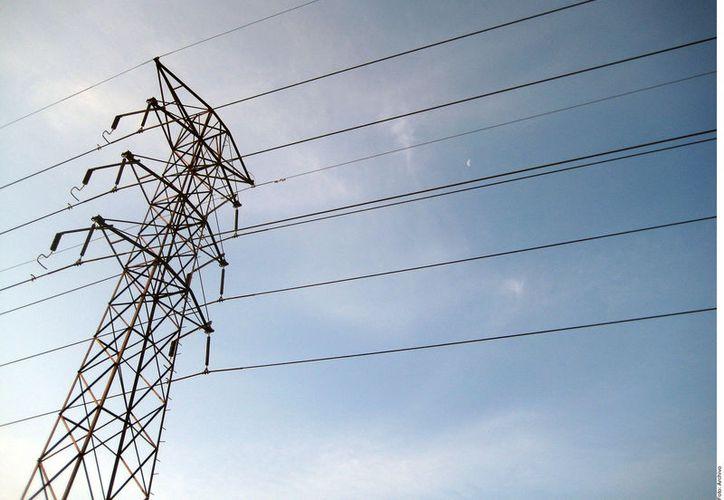 Olvera Alvarado cuestionó también la existencia de excedentes de energía. (Foto: Reforma)
