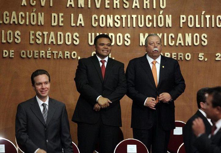 El gobernador Rolando Zapata Bello participó ayer en la ceremonia nacional por el aniversario de la Constitución. (SIPSE)