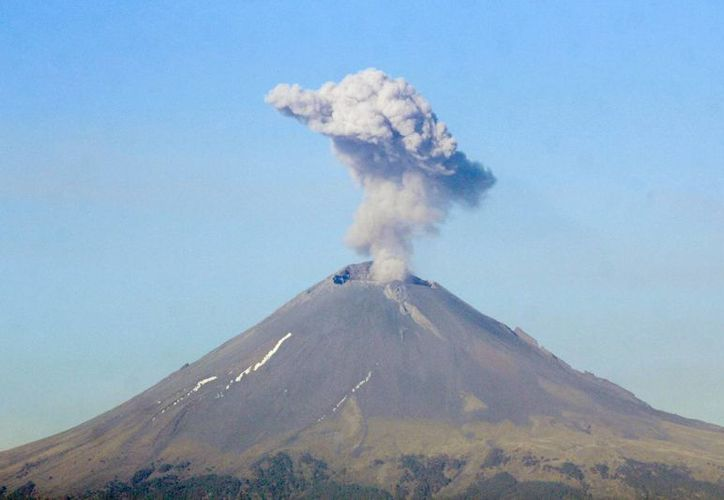 La explosión más grande del Volcán de Colima en las últimas horas se registró poco antes de las 23:00 horas de este viernes. (Foto de archivo de Notimex)