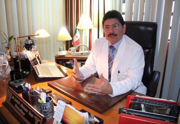 Salud, altruismo y medios de comunicación, son pilares de la labor del médico Jacinto Herrera León. (Milenio Novedades)