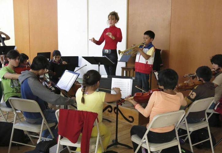 Los 33 mejores estudiantes del conjunto de orquestas Esperanza Azteca brindarán un espectáculo en NY. (Agencias)
