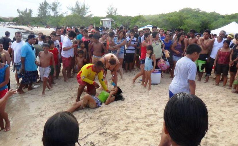 En medio de una afluencia estimada de 2 mil 500 personas se suscitaron dos emergencias. (Daniel Pacheco/SIPSE)
