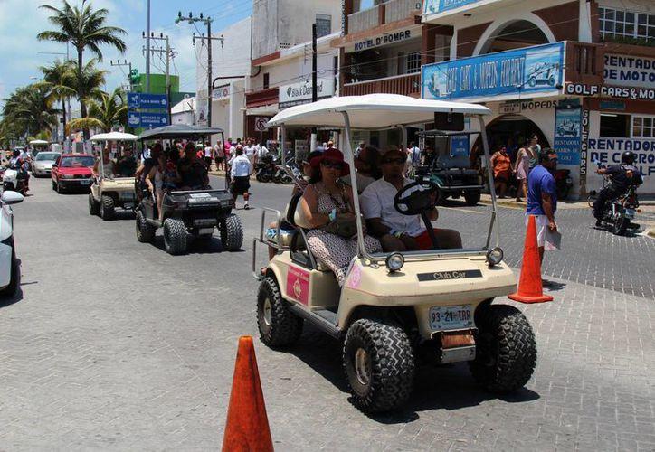 Los visitantes disfrutan de todos los atractivos de la ínsula. (Israel Leal/SIPSE)