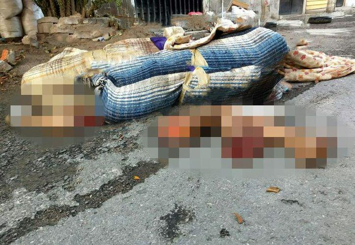 Los cuerpos fueron tirados durante la madrugada. (Twitter @Olimpo Noticias)