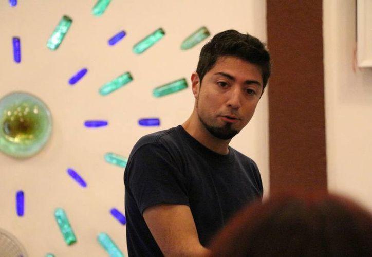 Omar Yñigo, encargado de impartir el curso de cinematografía. (Redacción/SIPSE)
