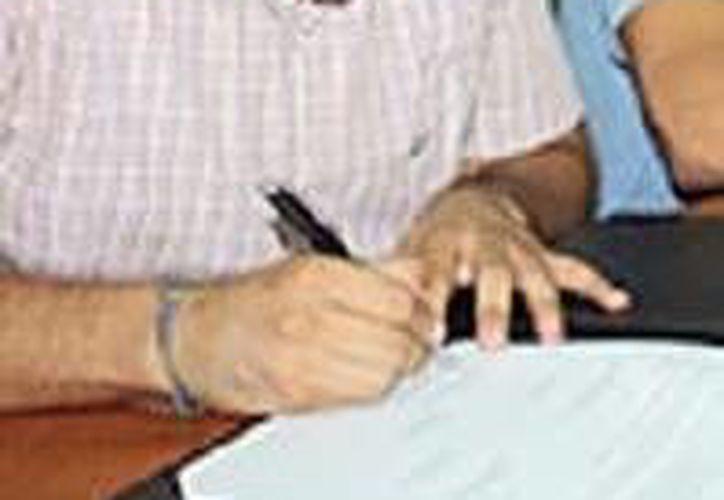 Ojeda Novelo explicó que hacía falta una campaña de ese tipo para enaltecer el pertenecer a la UADY. (Milenio Novedades)