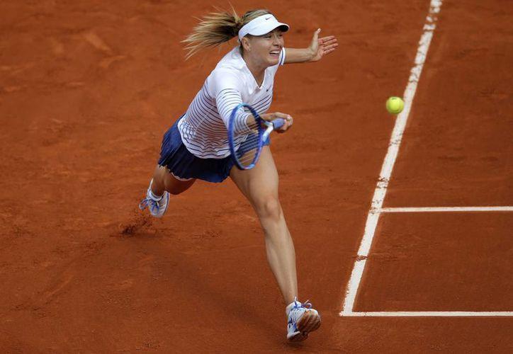 La rusa Maria Sharapova se sobrepuso a Kaia Kanepi y a su propia tos para avanzar en el Abierto de Francia. (Foto: AP)