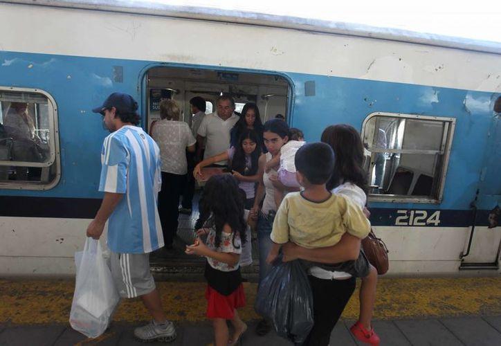 El titular de la cartera de Transporte anunció también cambios para mejorar la seguridad del sistema ferroviario. (EFE)
