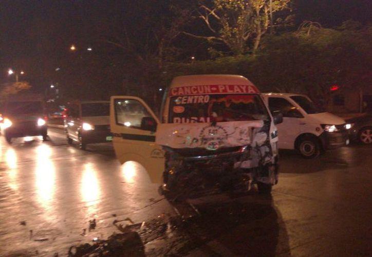 El accidente se registró en el cruce de las avenidades Tulum y Sayil. (Foto: Redacción)