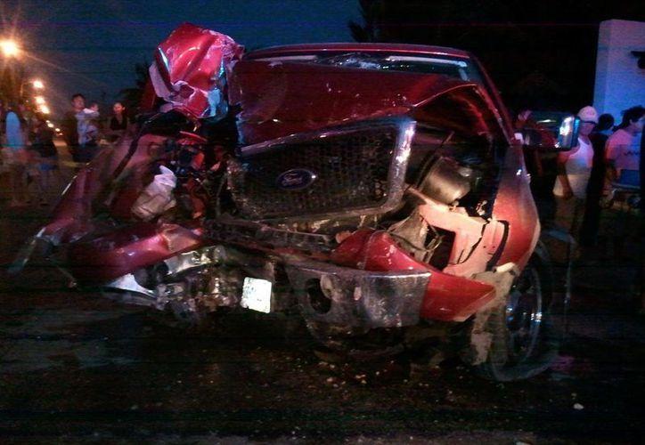 El accidente en la carretera Progreso-Chicxulub fue aparatoso. (Óscar Pérez/SIPSE)