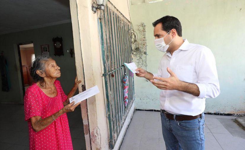 El gobernador Mauricio Vila Dosal visitó en su domicilio a doña Emilia Barbudo Jiménez. (Novedades Yucatán)