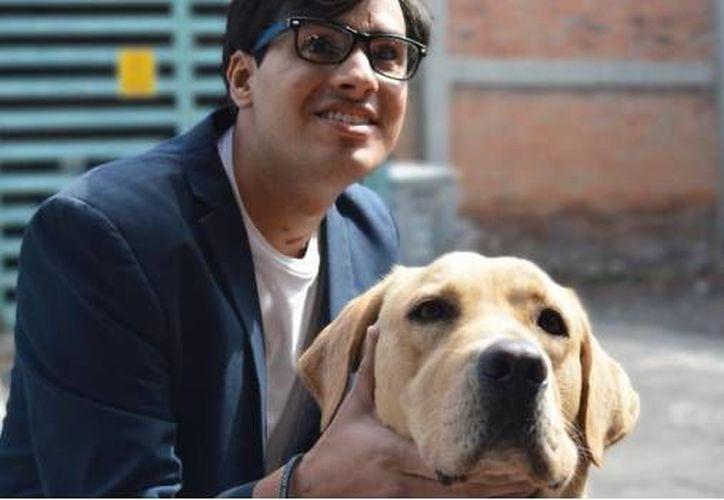 Gerardo Bermúdez denunció que restaurante El Bajío le negó el acceso por estar acompañado de un perro guía. (Foto: SDP Noticias)
