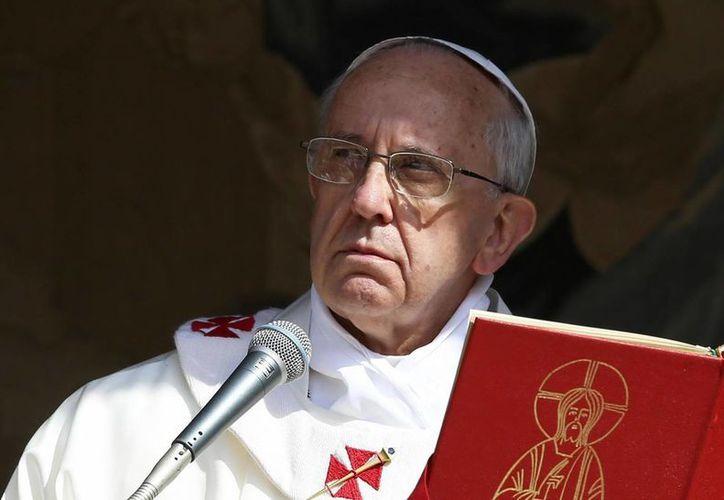 El Papa se suele comunicar con sus excompañeros de trabajo y con su única hermana. (EFE)