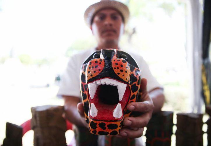 Los artesanos yucatecos no solo muestran sus trabajos en la Expo Feria sino que presentan piezas de gran calidad y se les capacita. (Fotos: Notimex)