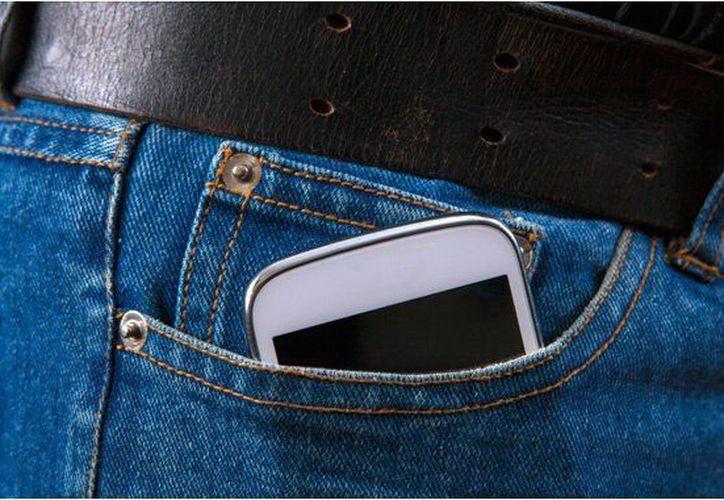 Un equipo de científicos de la Universidad del Sureste de China ha logrado diseñar un material piezoeléctrico para cargar el celular. (Contexto/Internet).
