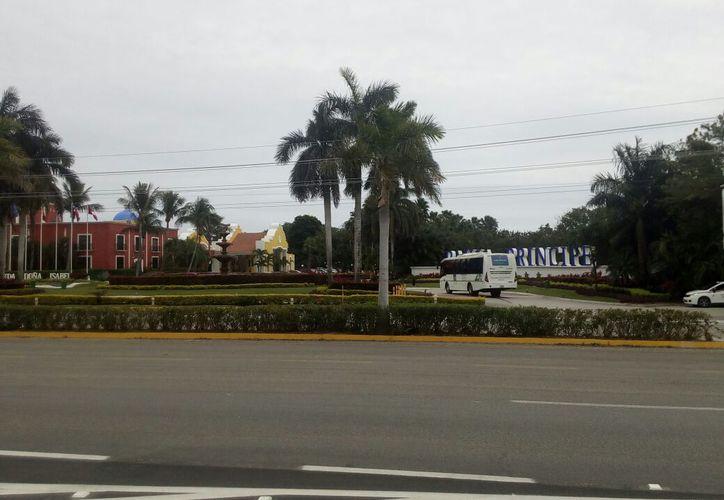 Los  delincuentes abandonaron sus herramientas en el hotel de Tulum. (Foto: Sara Cauich)