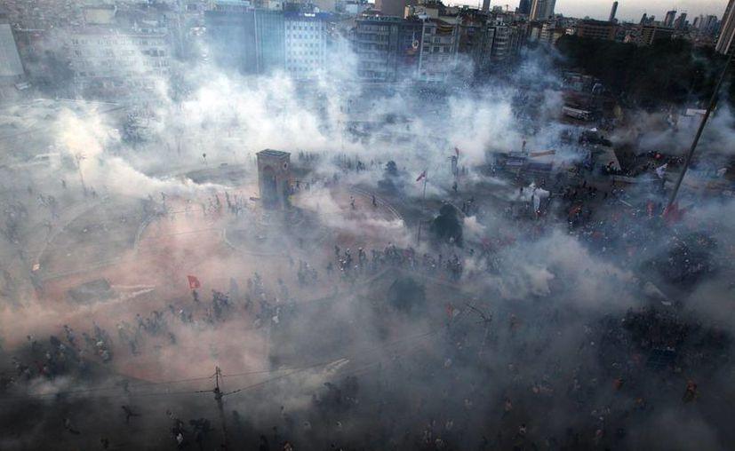 La represión de las primeras protestas desencadenó una gran movilización en Estambul y otras ciudades. (Agencias)