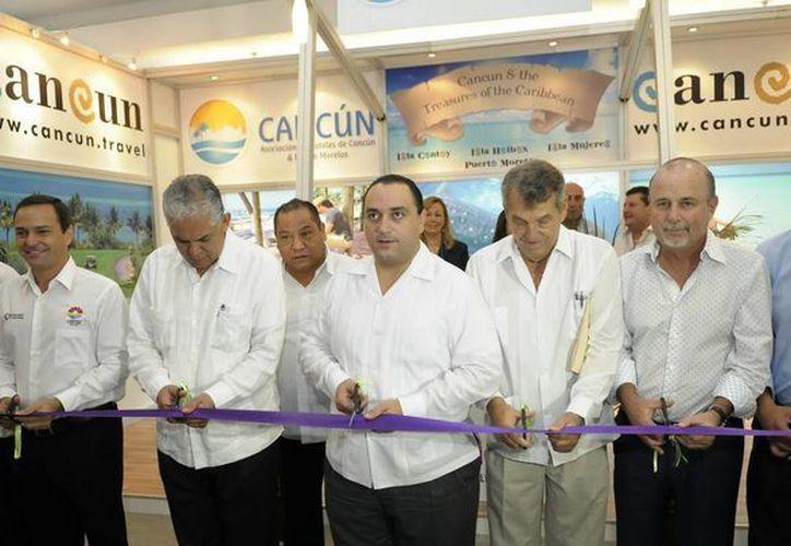 Autoridades de los tres órdenes de gobierno y líderes del turismo inauguraron el evento. (Cortesía/SIPSE)