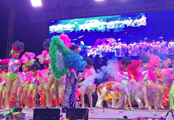 Únicamente dos mil 300 estudiantes participaron en las fiestas carnestolendas. (Ivette Ycoss/SIPSE)