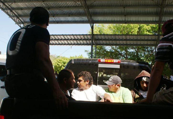 Los pescadores fueron puestos a disposición de las autoridades competentes. (Alexis Uicab/SIPSE)