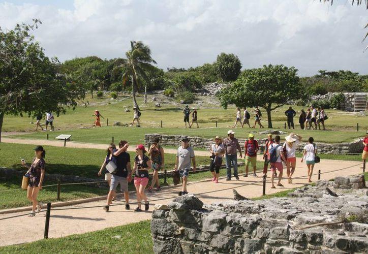 Los guías de turistas sienten que la tecnología les resta clientes. (Sara Cauich/SIPSE)