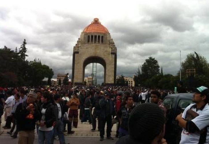 El gobierno del DF intenta que el plantón en el Monumento a la Revolución afecte lo menos posible los comercios de la zona. (Milenio/Foto de archivo)