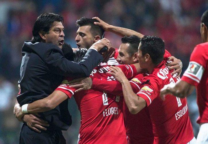 Los Diablos Rojos celebran uno de los dos goles que Enrique Triverio marcó este miércoles ante Gremio. (Facebook: Toluca)