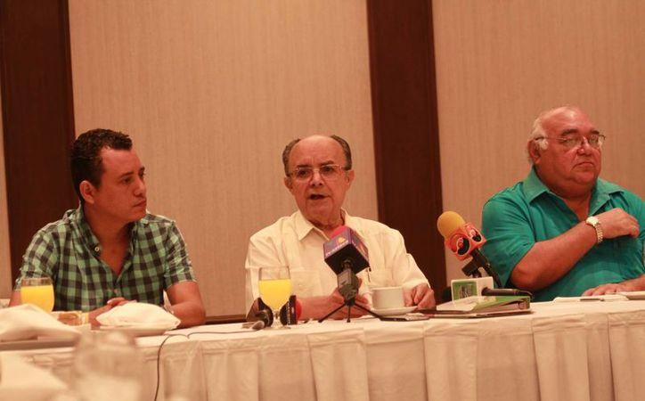 El yucateco Plinio Escalante,  presidente de la Liga Mexicana de Beisbol, declaró que cumplirá su contrato hasta diciembre 2018. (Jorge Acosta/SIPSE)