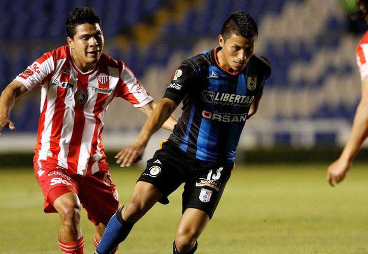 Necaxa dio un pequeño paso (derrotó 1-0 a Mineros de Zacatecas) en su búsqueda por retornar al máximo circuito del futbol mexicano. La imagen es de archivo y corresponde a un encuentro de Rayos contra Querétaro el torneo de Copa MX. (NTX)