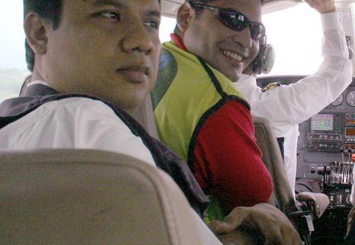 Los periodistas Carlos Melo (primer plano) y Diego D'Pablos fueron liberados, tras permanecer secuestrados por la guerrilla, en Colombia. (Archivo/AP)