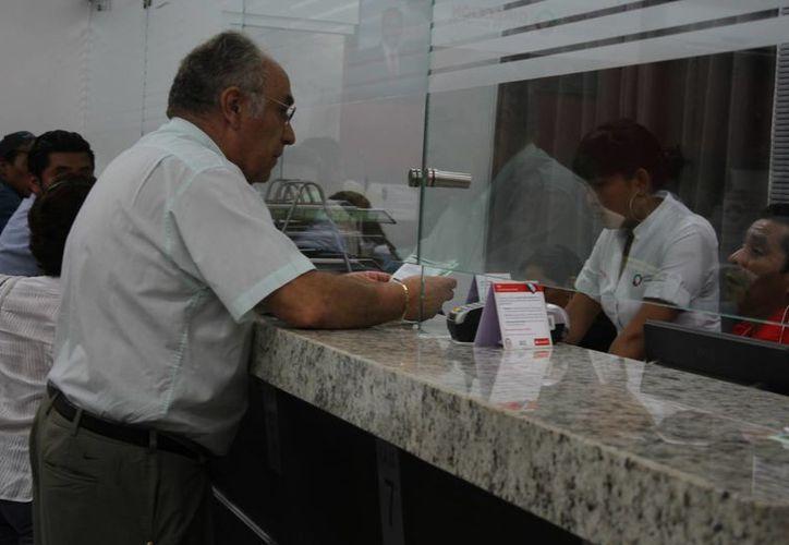 Responden los habitantes en el pago de los impuestos. (Israel Leal/SIPSE)