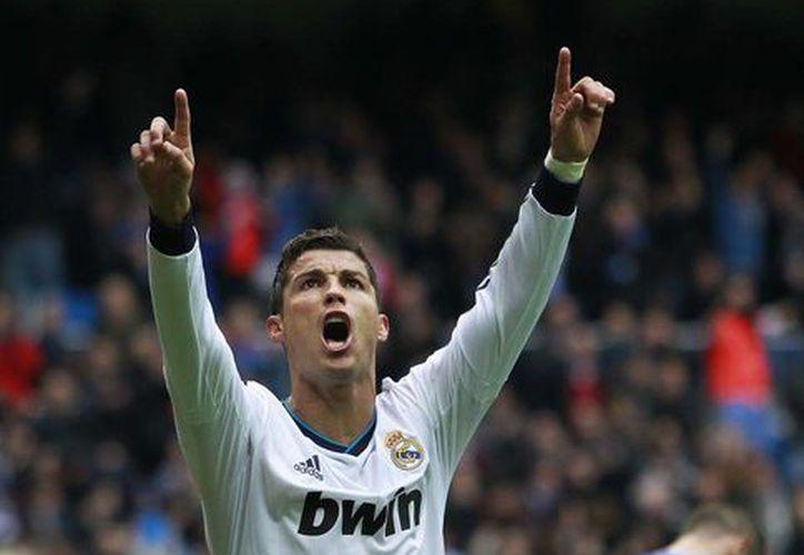 Cristiano Ronaldo, bautizado como 'la esperanza blanca' frente a Lionel Messi y el Barcelona. (Agencias)