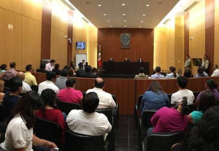 La demandante comentó que ella y sus hijos han sido víctimas de violencia familiar por parte de su marido y padre de los menores, Manuel V. M. (Milenio Novedades)