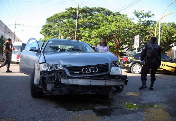 El Audi se llevó la peor parte al ser colisionado por un BMW en calles de la colonia México. (Milenio Novedades)
