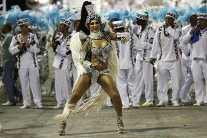 Fantasía y sensualidad en el sambódromo de Río