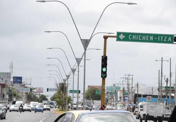 Estas luminarias ayudarán a mejorar el servicio en la zona. (Foto: SIPSE)