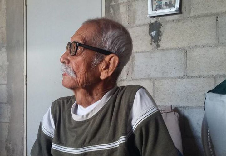 Don Jesús Castillo Rangel cumplió ayer 120 años de edad; vive en Q. Roo desde hace 30 años. (Juan Rodríguez/SIPSE)