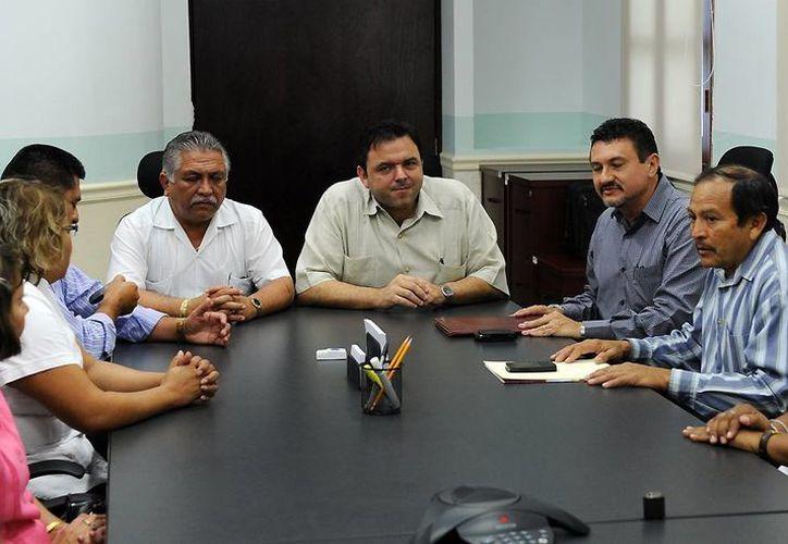 Autoridades estatales anunciaron el incremento a líderes sindicales. (SIPSE)