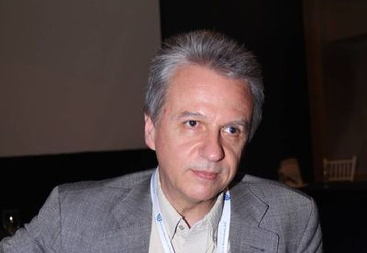 El doctor Ricard Cervera, Jefe del Servicios de Enfermedades Autoinmunes del Hospital Clinic de Barcelona, España, habló en el Congreso de Reumatología, en Mérida, sobre el Lupus. (Jorge Acosta/Milenio Novedades)