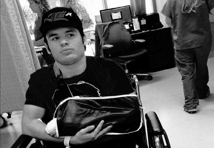 Chávez jr. se recupera de una cirugía en la mano izquierda, luego de sufrir una lesión en su victoria ante Marco 'Dorado' Reyes, en julio pasado. (Twitter: @jcchavezjr1)