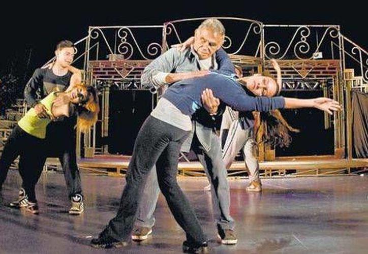 En 'Estoy loco' Héctor Suárez demuestra sus dotes de bailarín. (Luis Ortiz/Milenio)