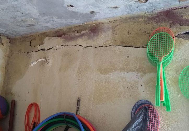 Los techos del plantel de la comunidad de Sabidos se caen a pedazos. (Carlos Castillo/SIPSE)