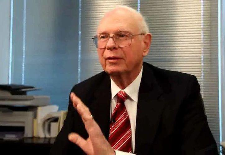 El exministro de Defensa de Canadá, Paul Hellyer, dice que existen hasta 80 especies distintas de seres extraterrestres. (controldimensional.com)