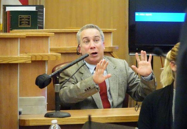 Foto de archivo de Adonis Losada, excomediante de Sábado Gigante, al testificar en abril pasado, en el juicio donde estaba acusado de tener pornografía infantil. (David Ovalle/ Miami Herald)