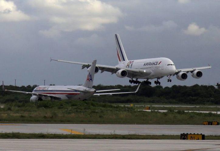 Las operaciones aeroportuarias se incrementan en invierno (diciembre, enero, febrero y marzo) y en verano (julio y agosto). (Redacción/SIPSE)